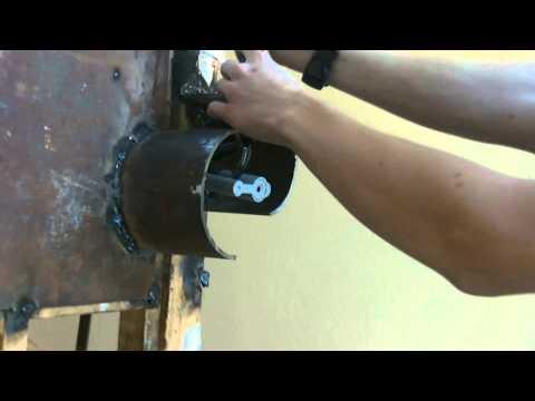 Онлайн видео Как снять навесной замок за 19 секунд)). Вы можете