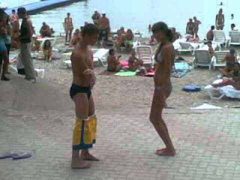 раздевалка пляж смотреть видео