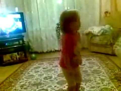 Маленькая девочка ругается на родителей Video.AZ - Лучший
