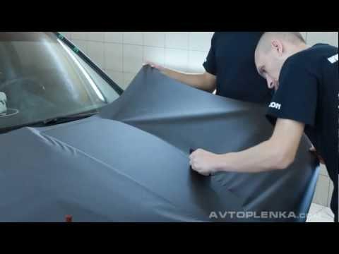 Как клеить пленку на стекло авто своими руками